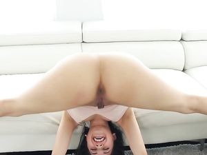Flexible Spinner Bends In Fantastic Ways As They Fuck