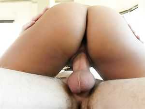 Selfie Slut Invites Him Over To Bang Her Hot Pussy
