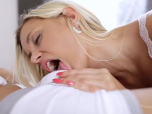 Lips Around His Dick Give A Beautiful Teen BJ