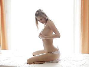 Big Boobs Blonde Teen Has A Sexy Orgasm Face