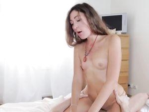 Erotic Creampie Sex Satisfies His Cute Girlfriend