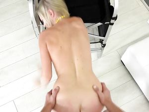 Doing Splits And Getting Fucked In Her Porn Audition