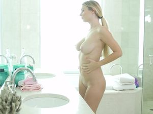 Sexy 69ing Slut Natalia Starr Rides The Dick