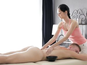 Perfect Body On A Masseur Fucking Her Client